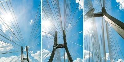 Zdjęcie architektury Wrocławia. Jeden z mostów, który został wybudowany na obwodnicy Wrocławia.